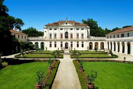 Apartment in palladian villa with private pool