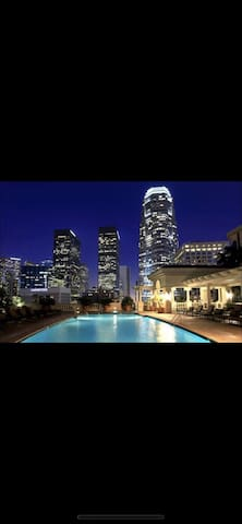 LUXURY CONDO Heart Downtown LA/ Free parking/ Pool