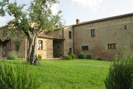 LARGE APARTMENT IN THE COUNTRYSIDE NEAR SIENA