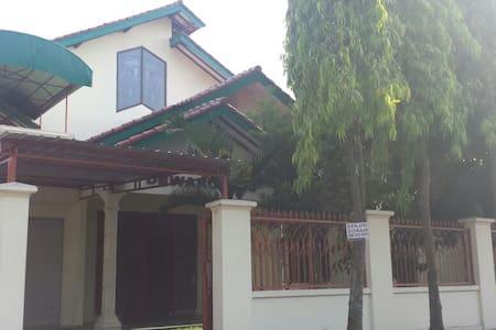 Griya Dewaruci - Surakarta - Guesthouse
