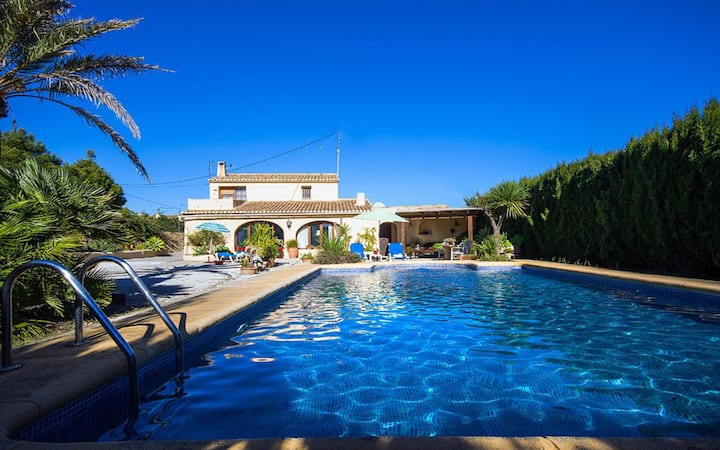 JOWI - Villa for rent for 7 people with private pool