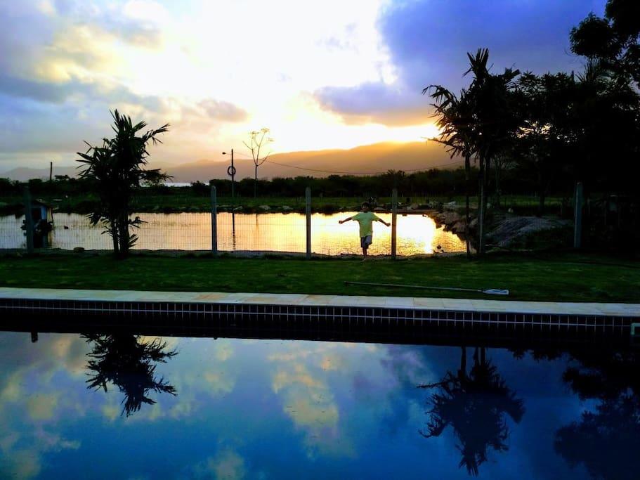 Pôr do Sol na piscina