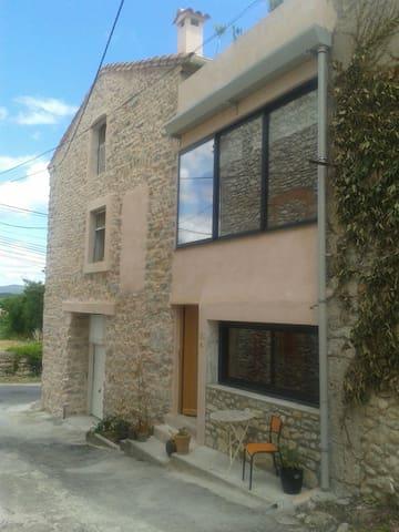 Zauberhaftes Appartment in ländlicher Umgebung - Lézan - Casa