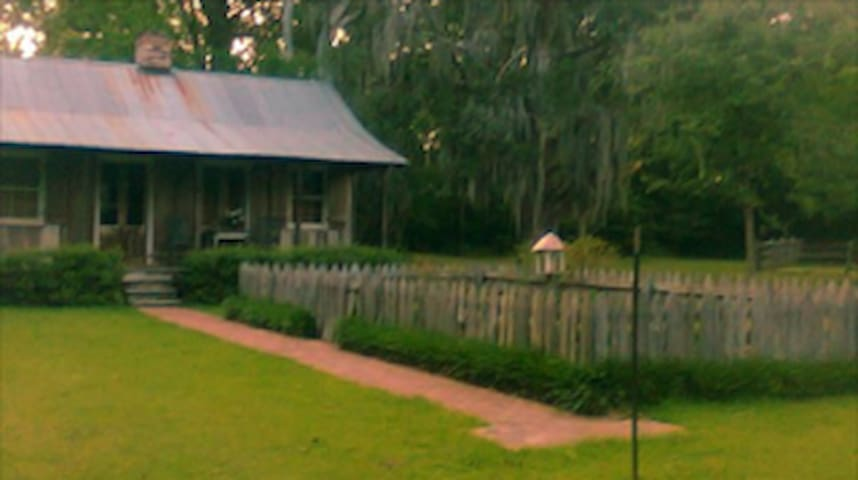 PET FRIENDLY Cozy Cabin on Rosebank Plantation