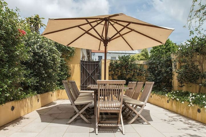 Gorgeous private and sunny courtyard, perfect for both relaxing and entertaining