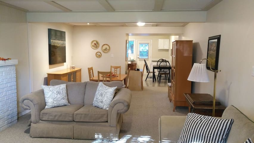 Bright Comfy Suite Close to Ferries, US + Shopping