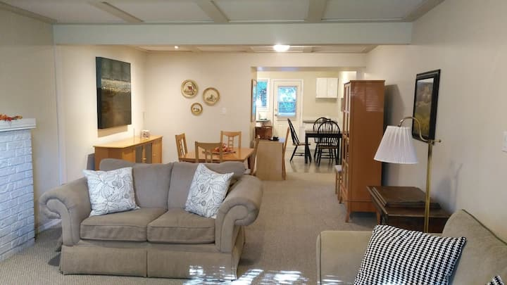 Bright Comfy Space Close to Ferries, US + Shopping