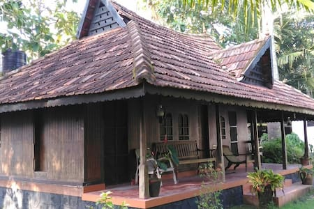 Solace Heritage Homestay - Room 1 - Alappuzha - Bed & Breakfast