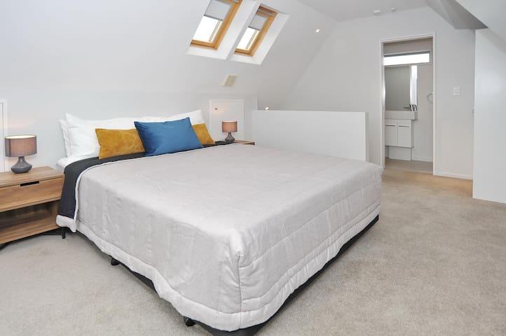 Regents A: Bedroom 1