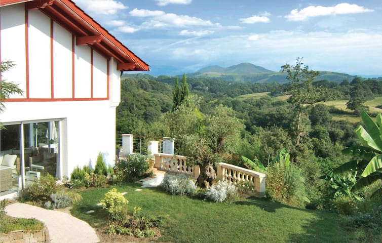 Holiday cottage with 2 bedrooms on 120 m² in Saint Pee Sur Nivelle