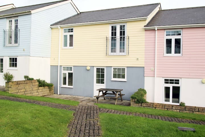 Large Modern 4 Bed House near Newquay