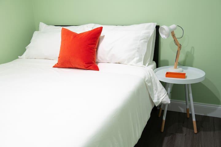 3rd  bedroom queen bed with Casper mattress