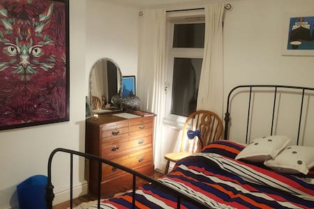 Gorgeous room in the heart of happening Canton - Cardiff