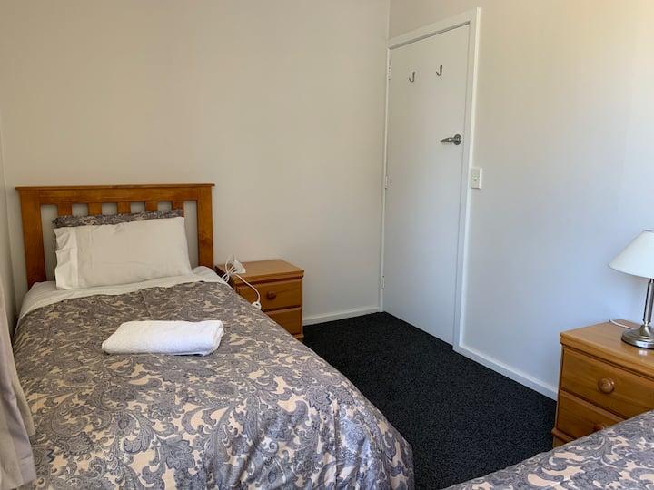 """La Casa""Twin Room 2, Near Lake/Church/Town Center"