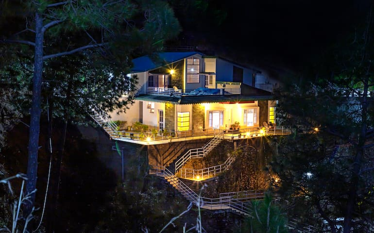 Mountain View Double-bedroom | 2BHK Cottage| Chail