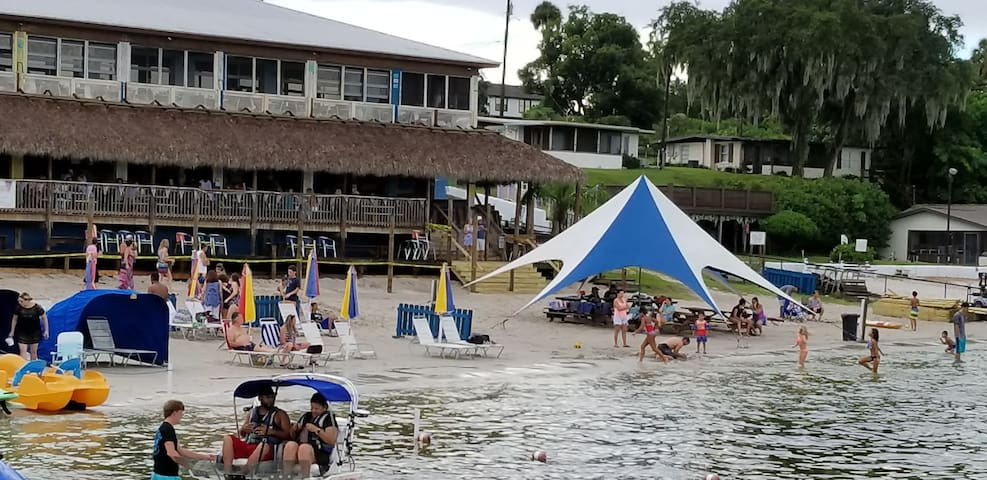 Eatons beach sandbar and grill, Weirsdale Florida, about 40 away from the house,great for everyone and the kids
