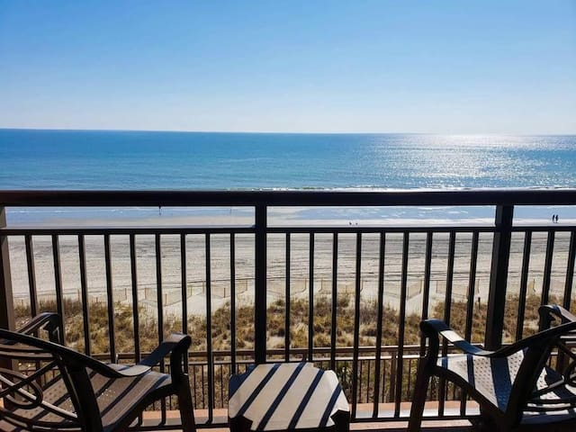 SOCIAL DISTANCE with a VIEW - Specially DISINFECTED - Open Air Arrival - BEAUTIFULLY DECORATED BEACH RETREAT WITH A FANTASTIC VIEW! Watch the waves from your bed or RELAX on the OCEANFRONT BALCONY. Pools, Hot Tubs, Lazy River & more HMa