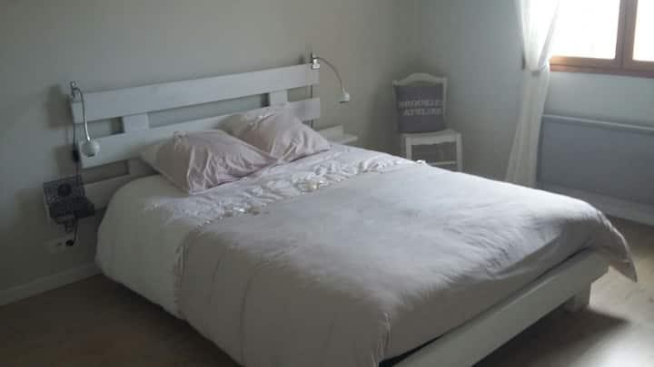 Chambre dans villa proche de Clermont-Fd