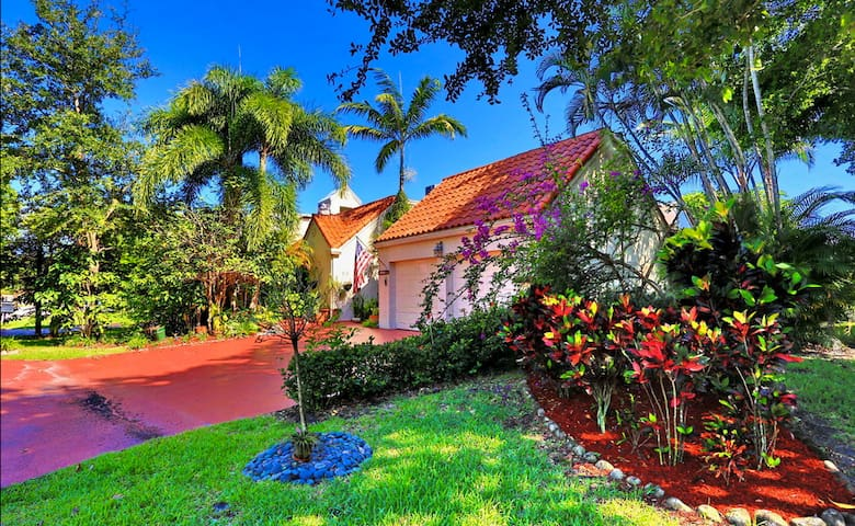 2 Bedroom, 2 Bath Beautiful House w/Artistic Flair - Boca Raton - Villa