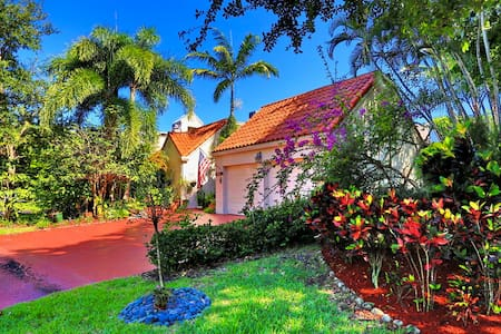 2 Bedroom, 2 Bath Beautiful House w/Artistic Flair - Boca Raton