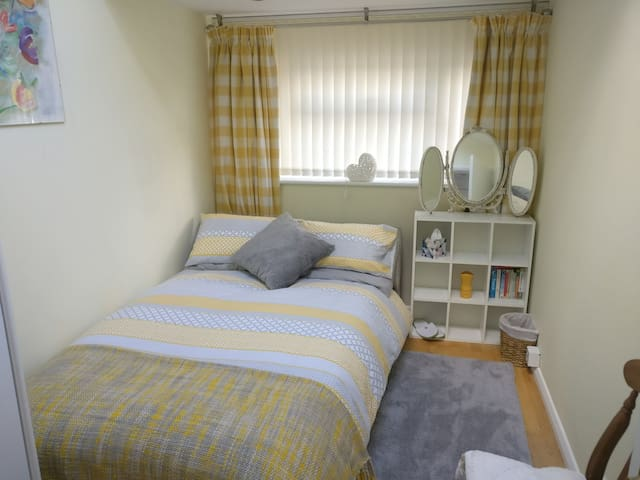 Cosy bright bedroom with shower room adjacent