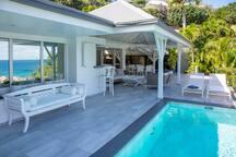 Salon vue de la piscine