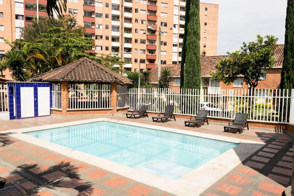 Community pool, Piscina de la Comunidad (temporary closed)