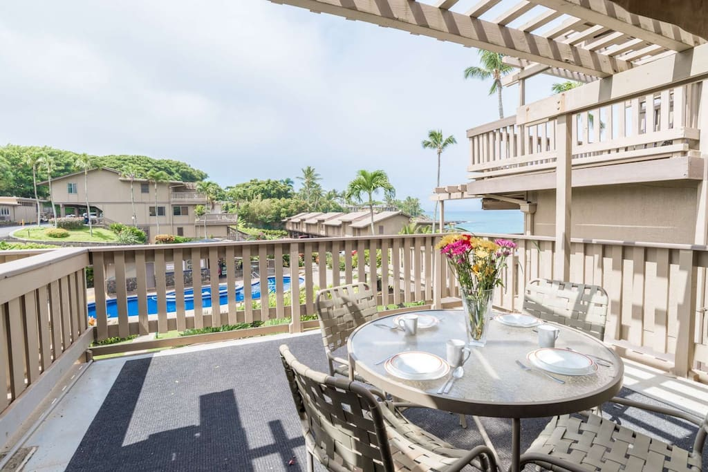 Enjoy Breakfast on the Lanai? Ahhhh the views!