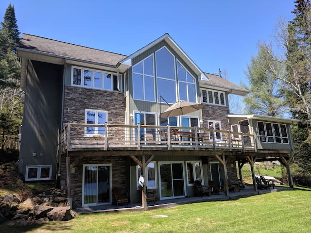 Exquisite Chalet in North Gatineau