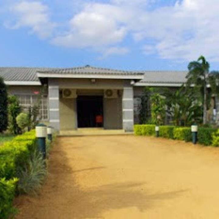 Secret Hill Lodge