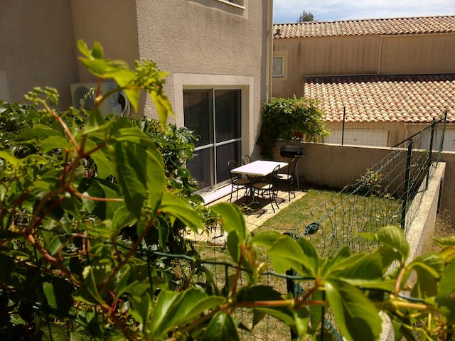 APARTMENT T2 with GARAGE 10 minutes from AVIGNON