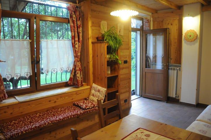 Camera  in Susa in stile alpino con bagno privato