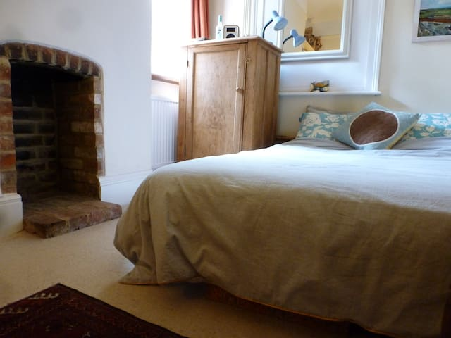 Small double in characterful garden flat, Oxford