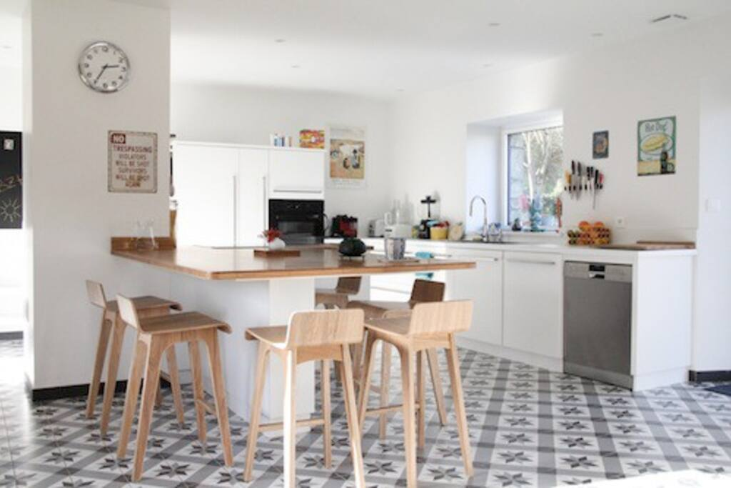 La grande cuisine conviviale avec 6 tabourets