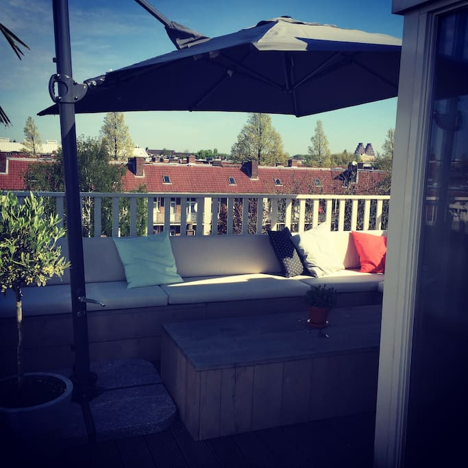 The loungeset on the roof terrace. My favorite spot on sunny days!