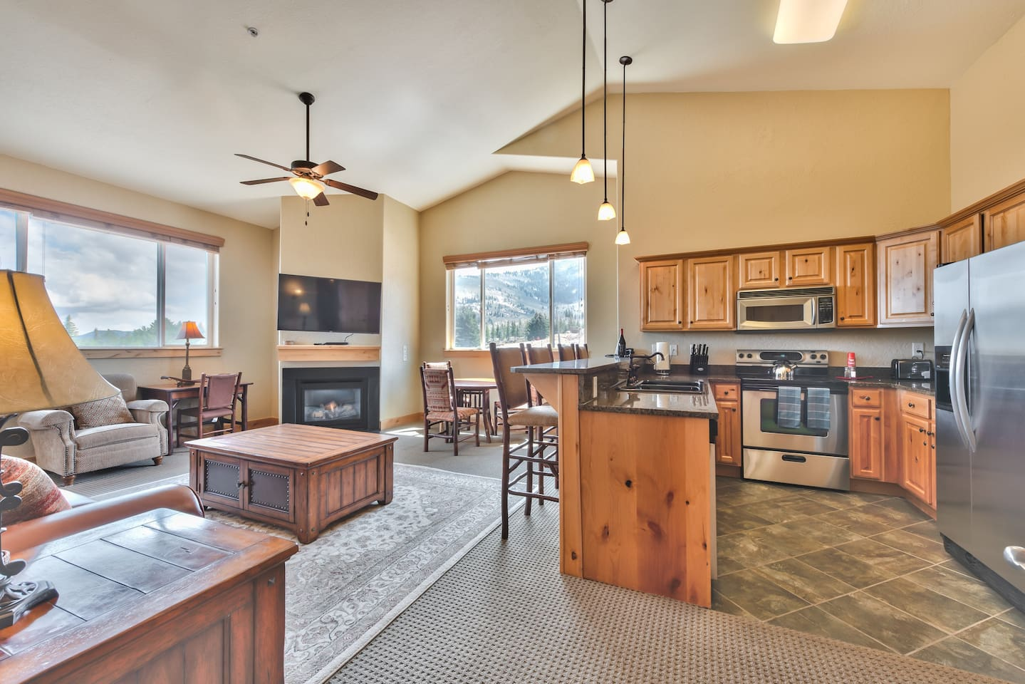Corner unit with spacious living and kitchen areas