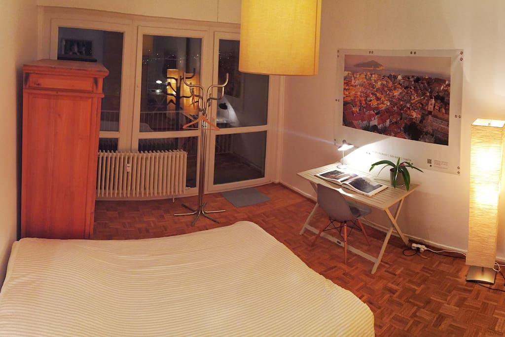 Chambre donnant sur une terrasse de 10m2