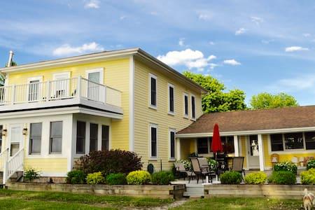 Sunset Villa - Lakefront House - Alburgh - บ้าน