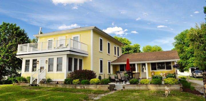 Sunset Villa - Lakefront House