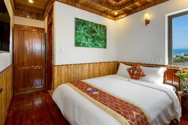 Pham Gia Hotel Danang-Super King Class, City view