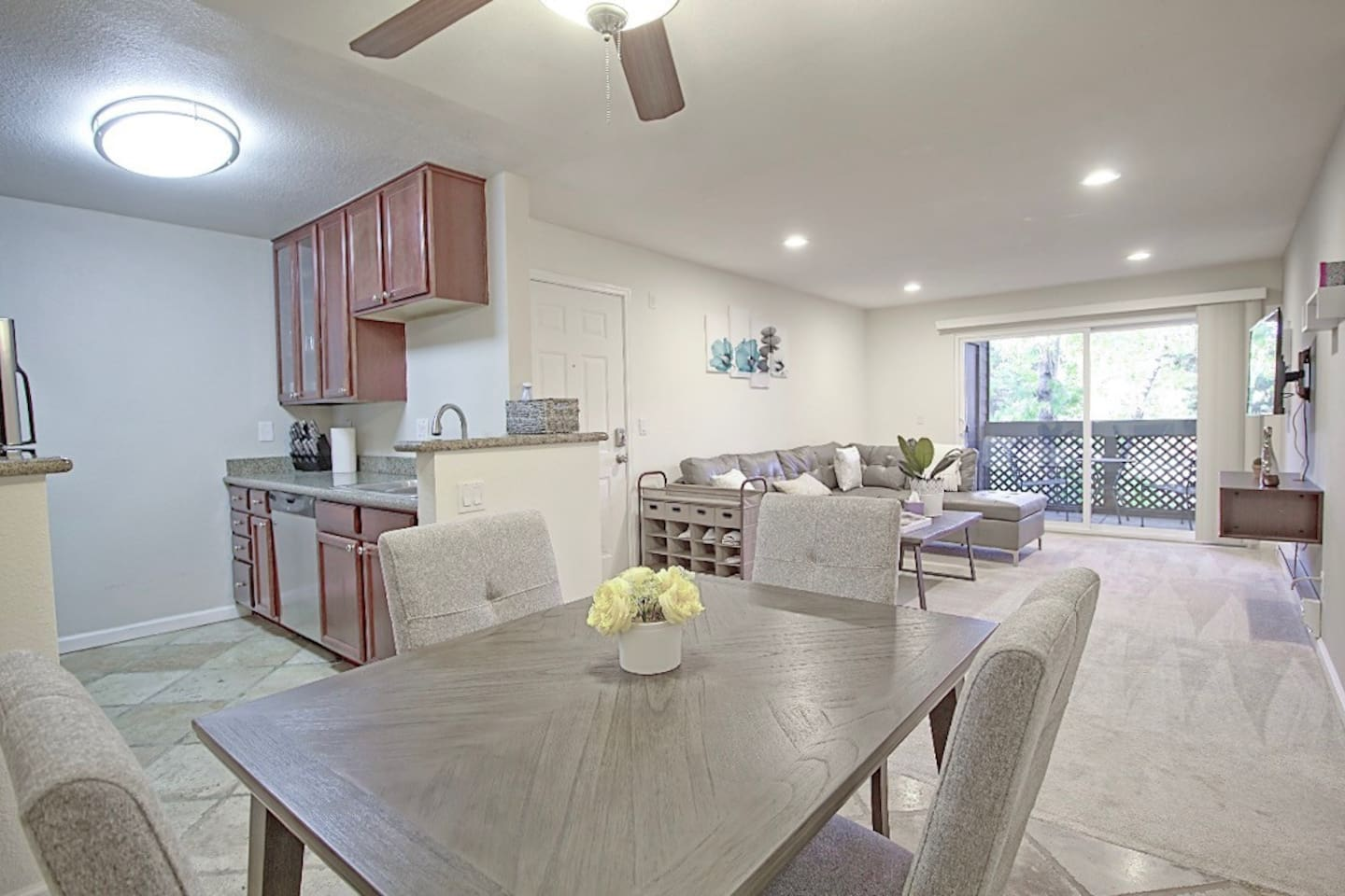 Welcome to this renovated and modern  2BR/2BA condo with open floor plan! Netflix and Fast High Speed Internet available for your convenience and entertainment.