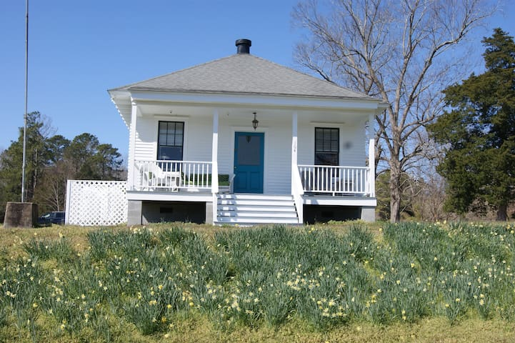 Waterfront Cottage at the Old Fish Hatchery - Edenton - Guesthouse