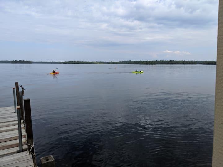 Beautiful and Spacious Lakeside Cabin Getaway