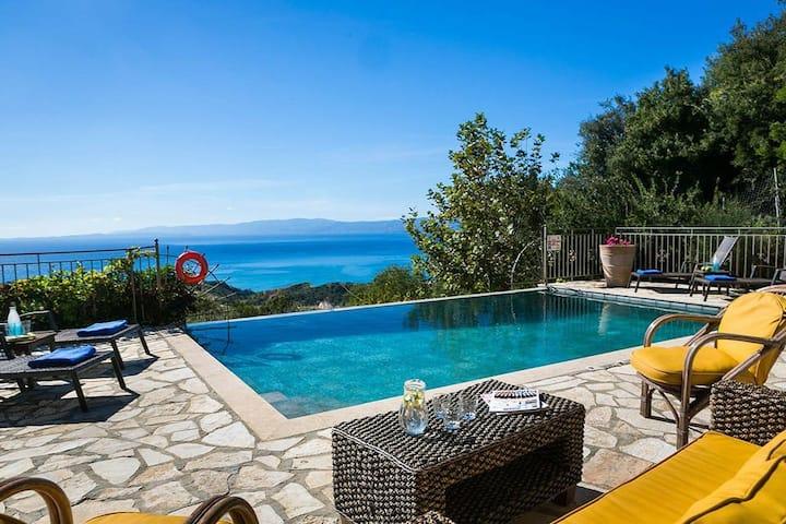 R 266 Exclusive Villa Private Swimming Pool and panoramic sea views