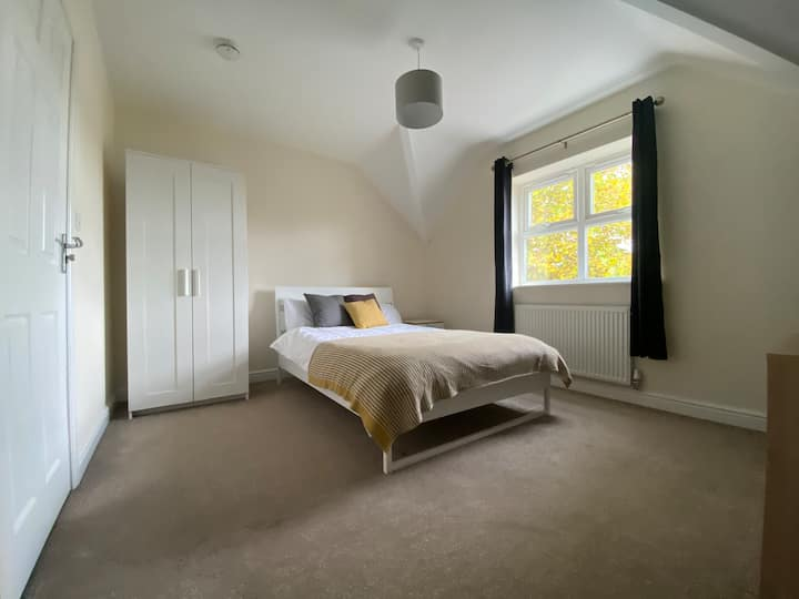 High End Private Room in House Share