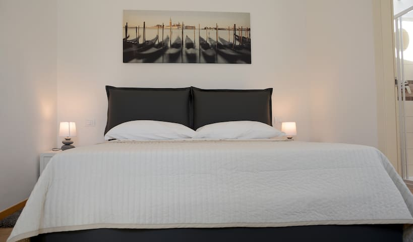 Beautiful double room near venice