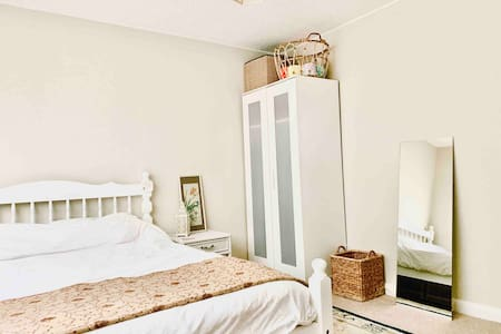 Double room in comfortable, quiet family home