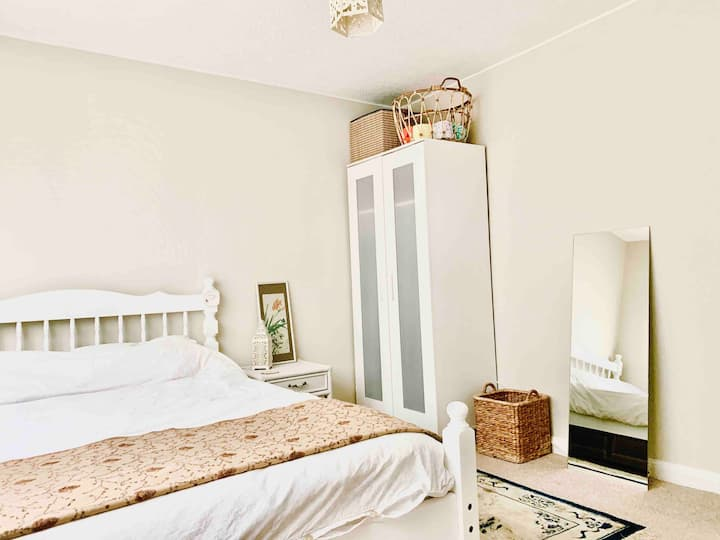 Double room in comfortable family home