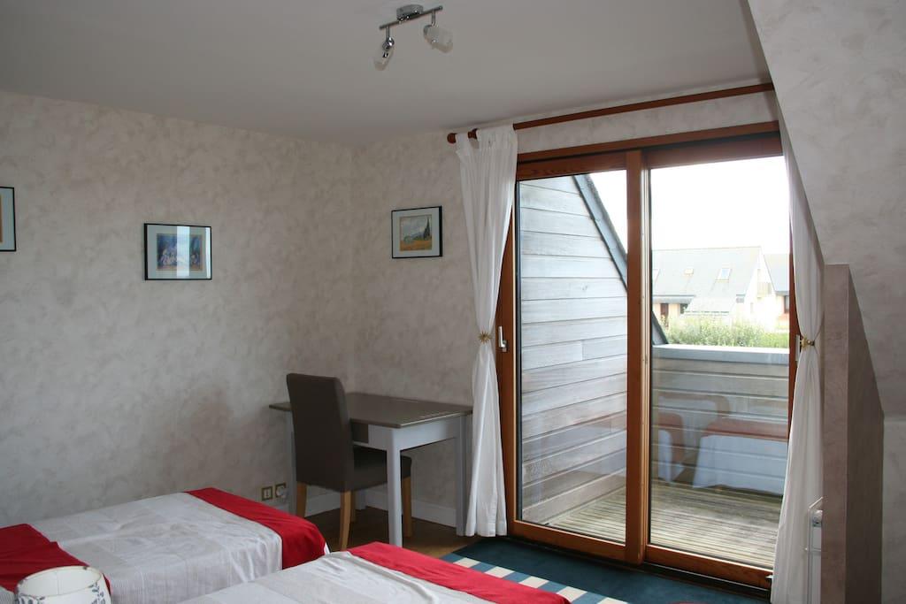 Chambre lumineuse salle d 39 eau privative maisons louer for Louer chambre sans fenetre