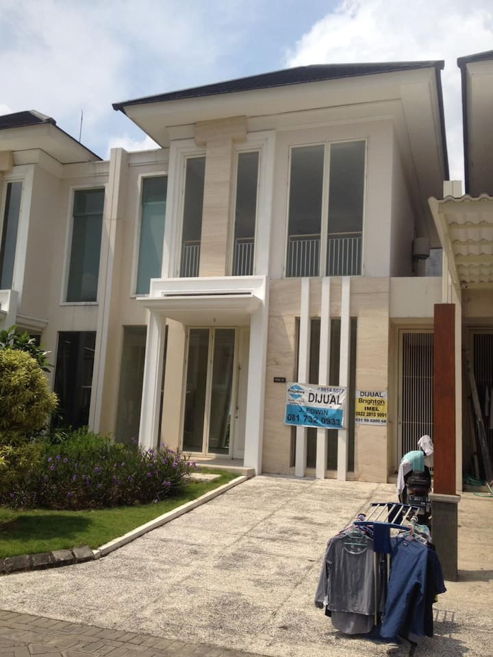 Pakuwon Indah For Rent or Sale New House